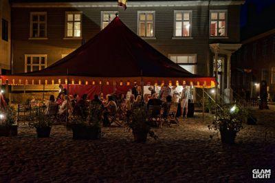 Baldachin-teltet rigget til Jul i Gamlebyen i Fredrikstad i 2013.