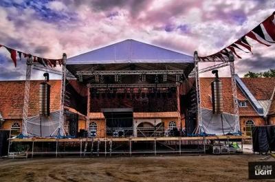 Milos-scenen ferdig rigget til Månefestivalen i Fredrikstad.