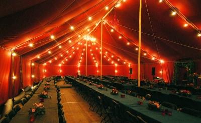Vår største telt ferdig pyntet til 350 gjester.